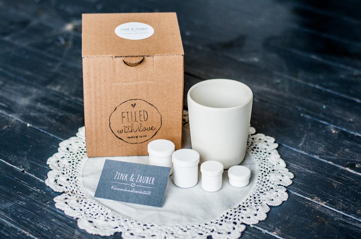 Keramik to go. Keramikbecher und Farbdosen in einer praktischen Geschenkebox