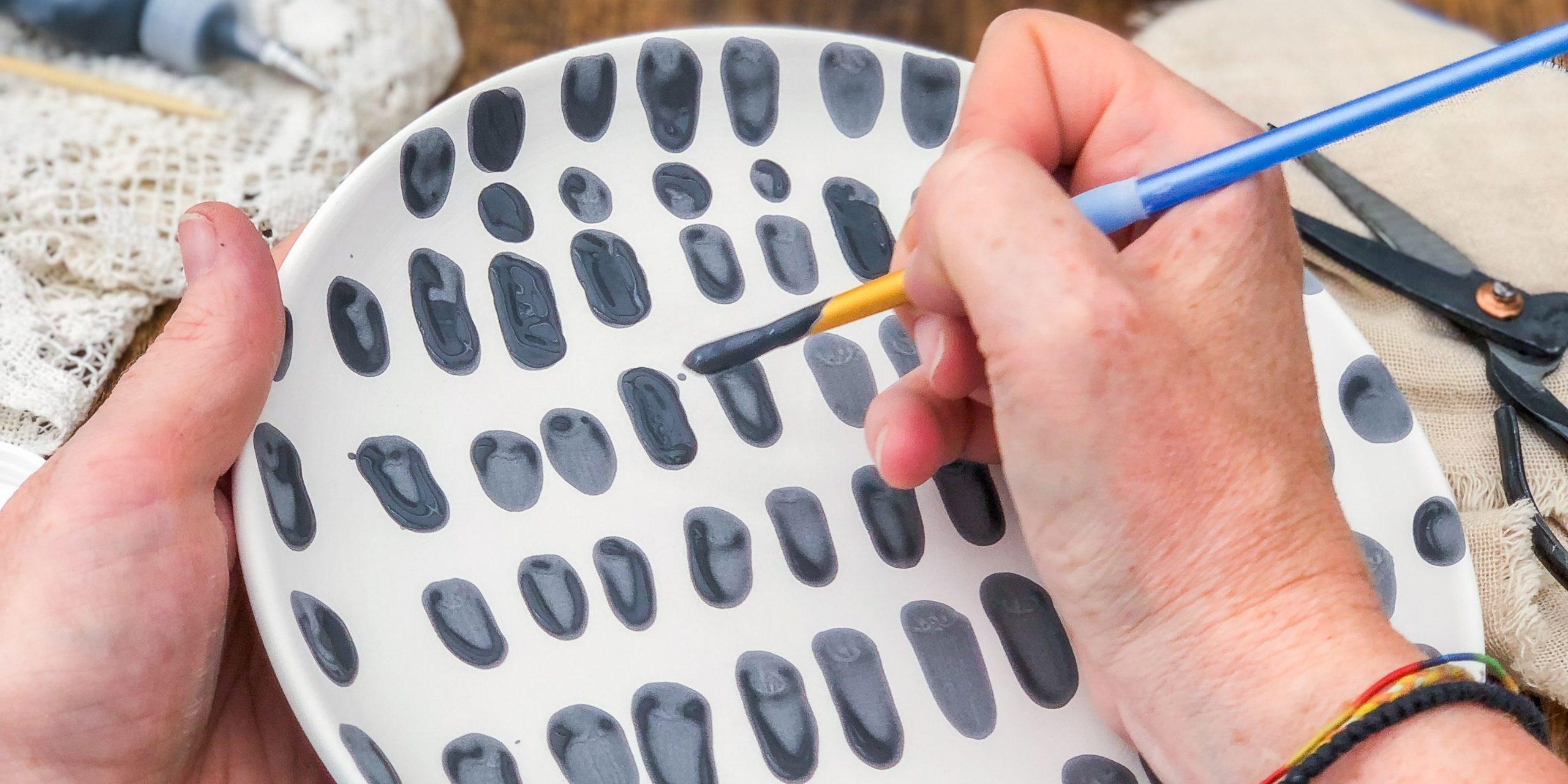 Keramik bemalen freihand in schwarz weiß